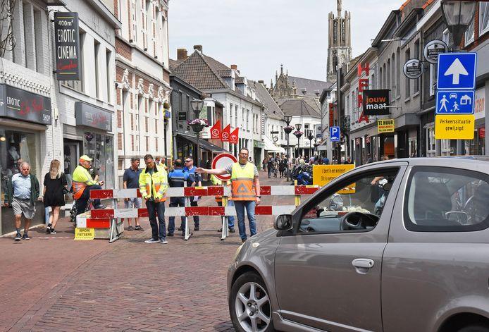 De Gentsestraat is dicht voor verkeer op zondagmiddag. Er wordt nu ook een looprichting ingesteld en er komen coronacoaches.