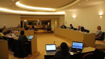Gemeenteraad vindt plaats, maar in verminderde bezetting: slechts 18 raadsleden aanwezig om afstand te garanderen