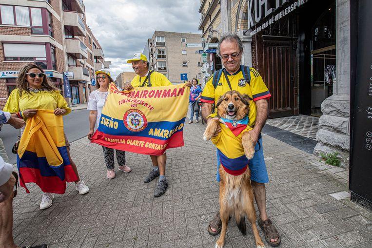 Lina Rojas (links) trok met een Colombiaanse vlag en enkele landgenoten door de stad in de hoop Bernal tegen het lijf te lopen.