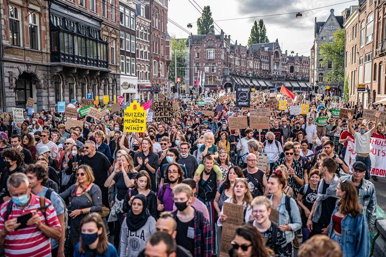 Bij het woonprotest in Amsterdam op 12 september bleven de belemmeringen voor ontwikkelen op particulier grondbezit onderbelicht. Beeld Joris van Gennip