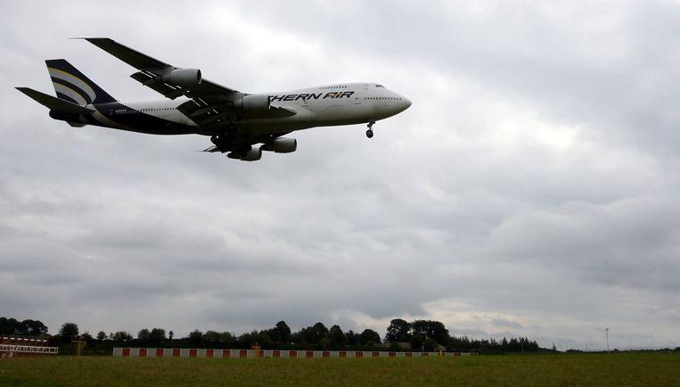 Een vliegtuig vertrekt op de luchthaven van Luik.