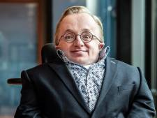 Minister van Gehandicaptenzaken over te kleine lift in Alphense bieb: 'Schoolvoorbeeld van hoe het níet moet'