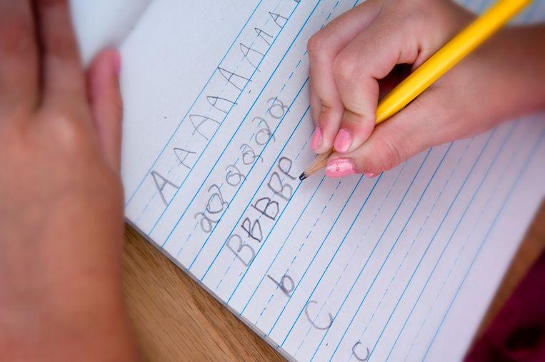 Schoonschrift wordt niet meer onderwezen in de lagere school.