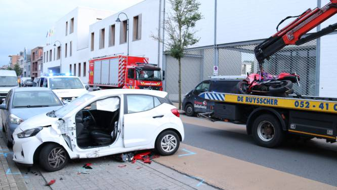 Motard en automobilist gewond bij ongeval: Motorrijder over wagen gekatapulteerd