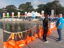 Drijvers voor de jongste deelnemers aan Swim tot Fight Cancer.