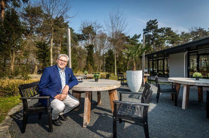 Henk Krol bij zijn eigen bed and breakfast in Best, die op 1 mei de deuren opent.