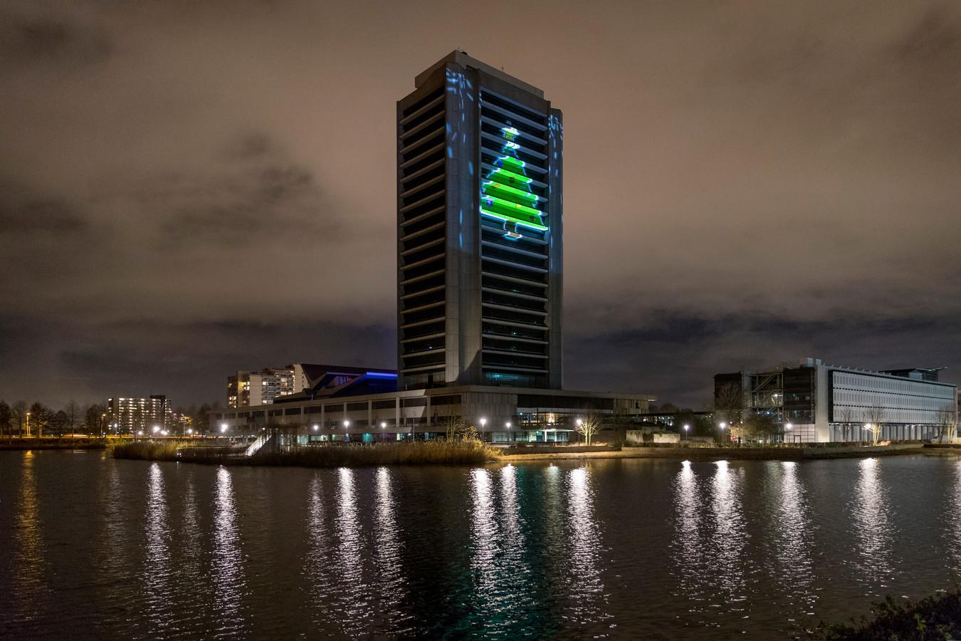 Nederland,  Den Bosch, projectie van kerstboom op het provinciehuis.