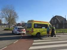 Fietser gewond na botsing met auto op rotonde in Tiel