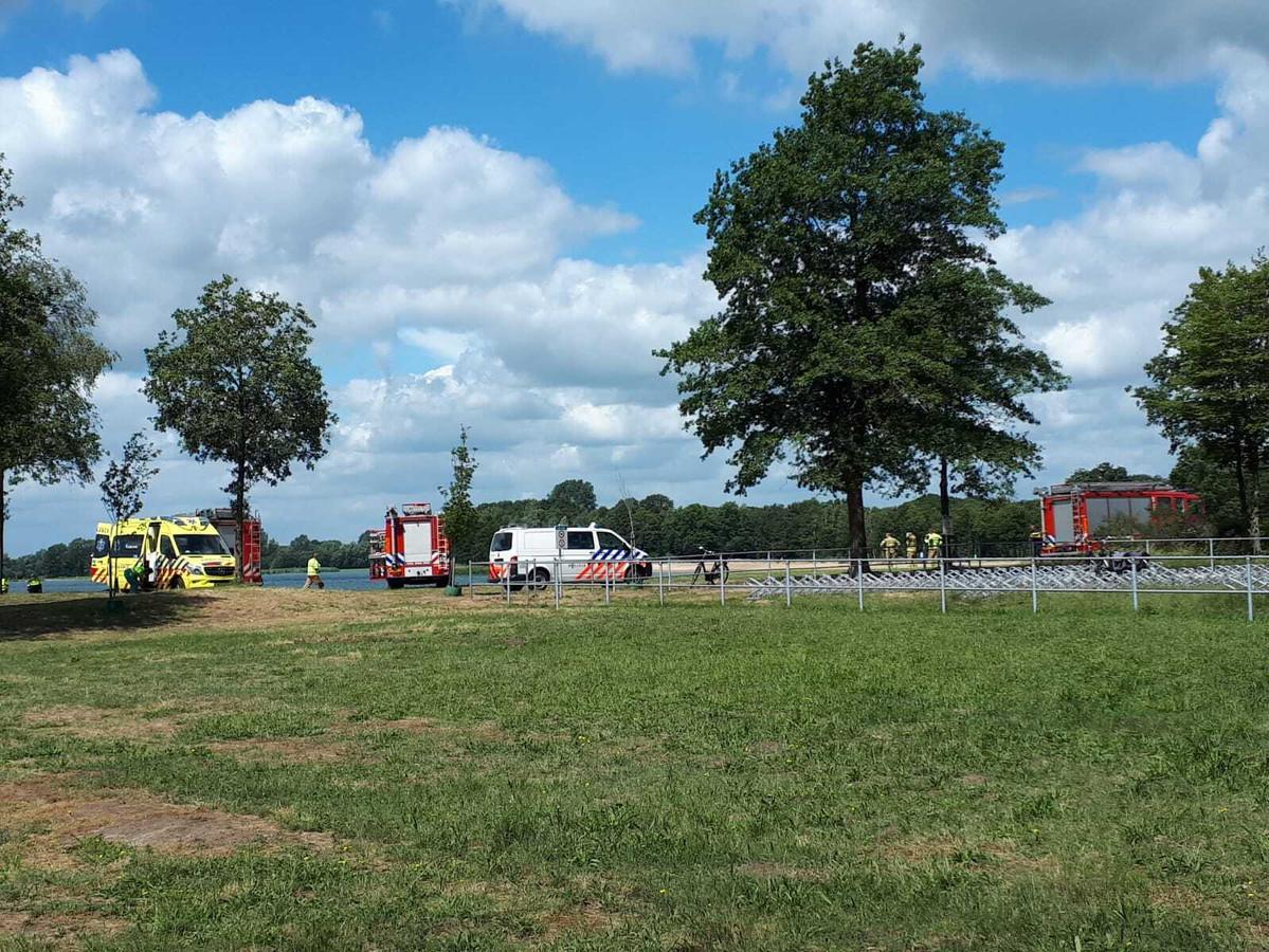In 't Hilgelo bij Winterswijk is een persoon te water geraakt.