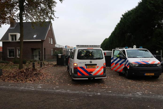 De tweede politie-inval van donderdag in het kader van operatie Alfa aan de Scheldestraat in Oss.