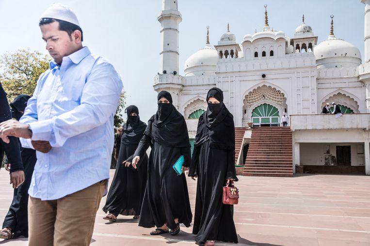 Een moskee in het centrum van Lucknow, een plaats waar het gevaar van godsdienstige rellen op de loer ligt. Beeld Foto Marlena Waldthausen