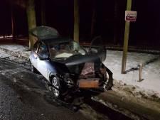 Twee auto's botsen frontaal tegen elkaar bij Laag-Keppel: vrouw raakt gewond