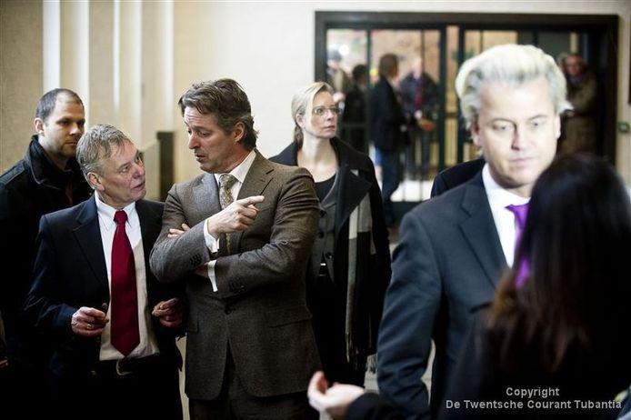 Geert Wilders en Edgar Mulder tijdens de opening van de moskeetour in het stadhuis in Enschede