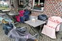 Al voor acht uur 's ochtends waren de stoelen al gereserveerd met een handdoek.