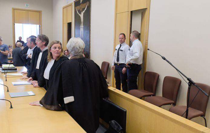 Nederlander Lei B. (71) daagde niet op voor zijn assisenproces in Tongeren. Ook zijn advocaten treden niet meer voor hem op.