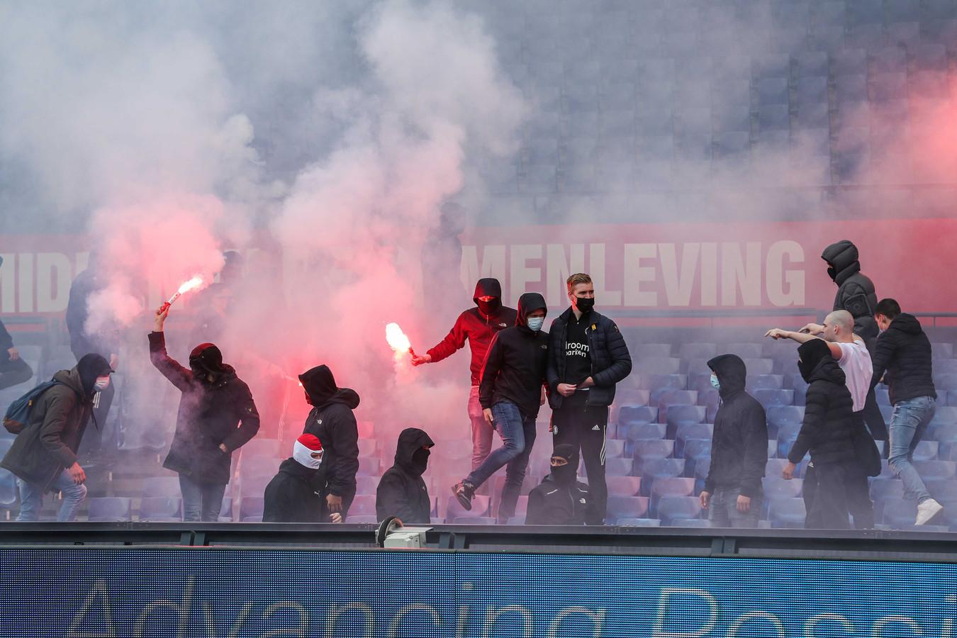 Supporters van Feyenoord in het stadion tijdens Feyenoord - RKC.
