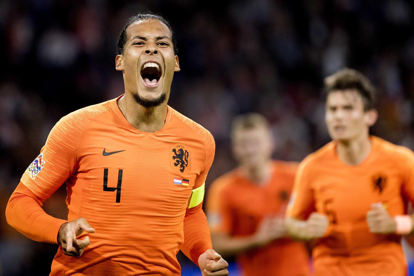 Virgil van Dijk gaat uit zijn dak na de 1-0.