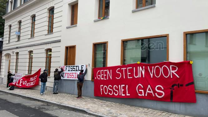"""Dag na klimaatmars bezetten activisten hoofdkantoor Groen en Ecolo: """"Schrap onmiddellijk subsidies voor gascentrales"""""""
