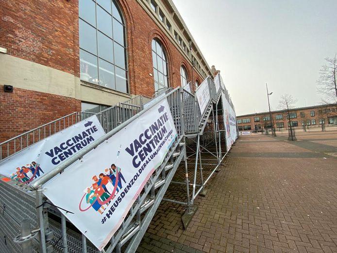 Het vaccinatiecentrum Watt17 op het Marktplein in Heusden-Zolder is klaar om deze week de eerste prikjes toe te dienen.