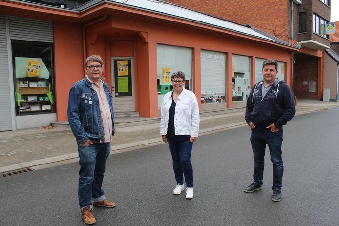 Bart Van Damme, Martine Willems en Jan Vanneste van Tarchief, voor de winkel Steel. Daar komt dus geen winkelcentrum.