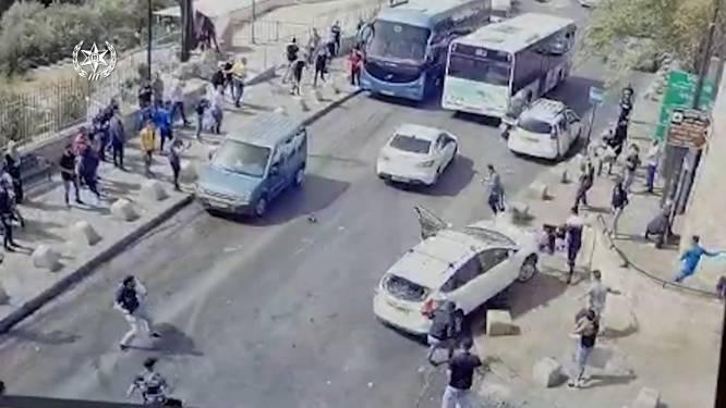 Auto wordt bekogeld met stenen en rijdt nadien recht op betoger af in Jeruzalem