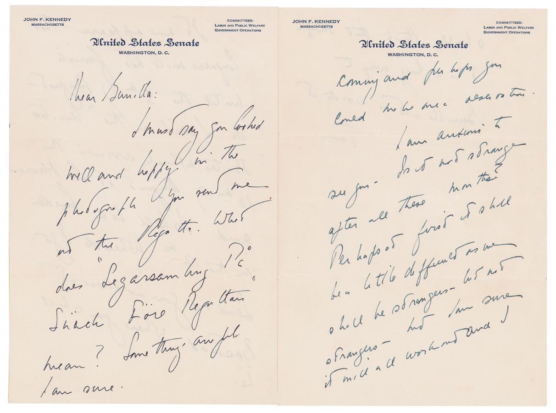 Een deel van de brieven, geschreven op papier van de Senaat.