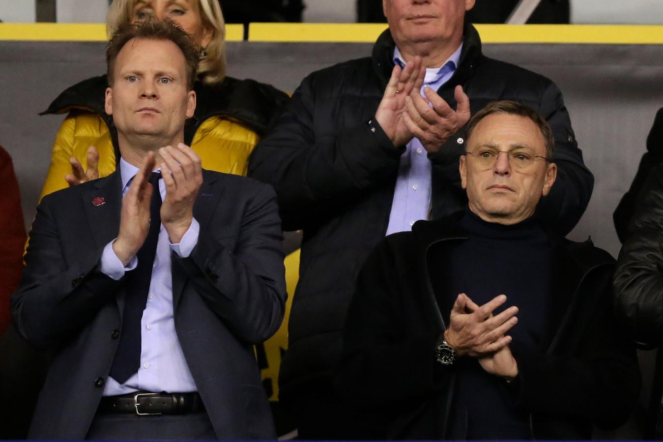 Vitesse's clubeigenaar Valeri Oyf (rechts) in GelreDome voor het duel met Feyenoord. Naast de Rus de algemeen directeur van de eredivisionist uit Arnhem, Pascal van Wijk.