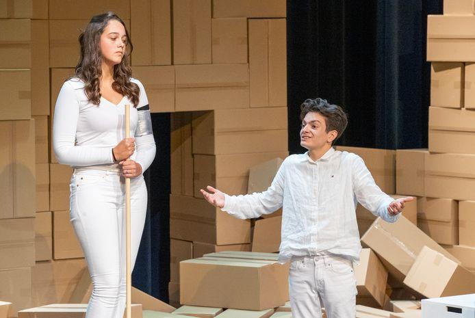 Eva van Hemert  een Rubén Fernando Vargas Domínguez in Antigone