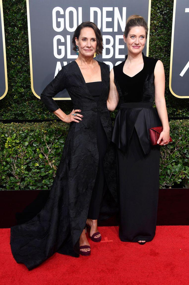 Actors Laurie Metcalf en Zoe Perry verschijnen samen op de rode loper. Beeld Getty Images