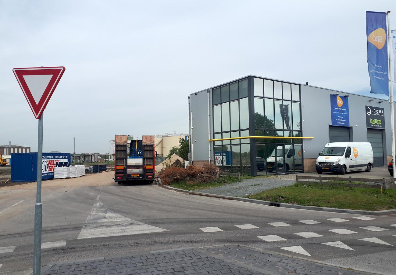 De nieuwe weg voor de bouw van logistiek centrum op de Borchwerf naast het gebouw van SRC. Foto Alfred de Bruin