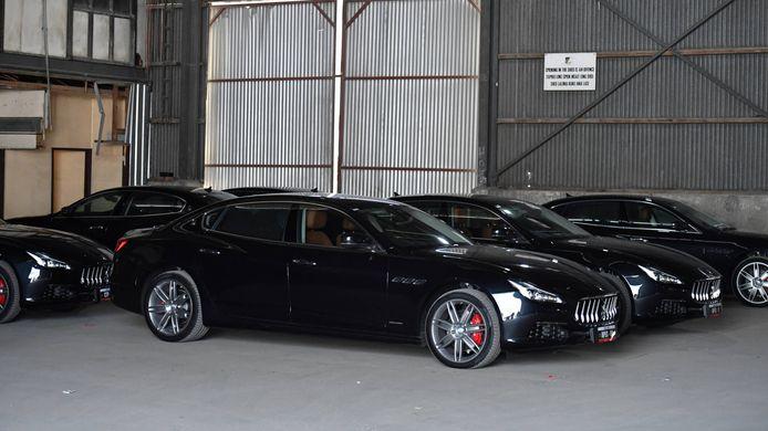 Een deel van de Maserati's die al ruim drie jaar stilstaan in een van de armste landen ter wereld.