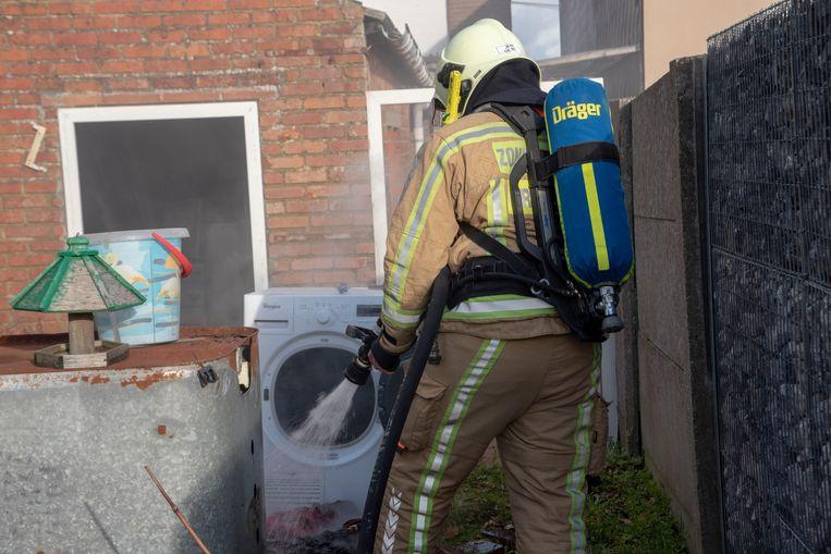 In een achterbouw van een woning op de Wetterensteenweg vatte een droogkast vuur.