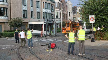 Takelen gecrashte tram loopt vertraging op