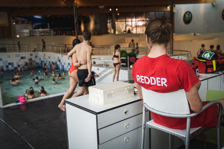 Een beeld uit zwembad Rozebroeken.