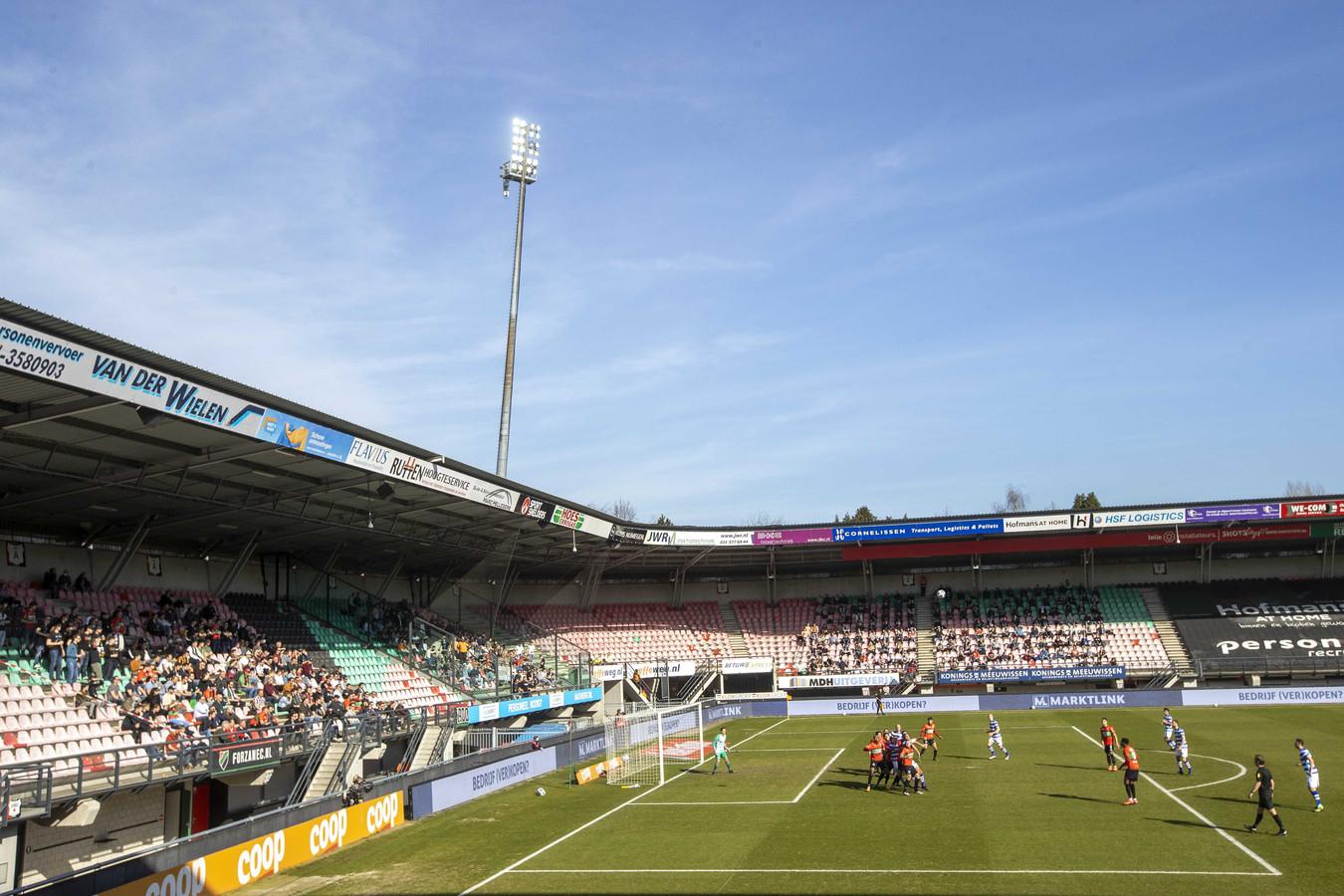 Supporters tijdens de voetbalwedstrijd tussen NEC en De Graafschap.