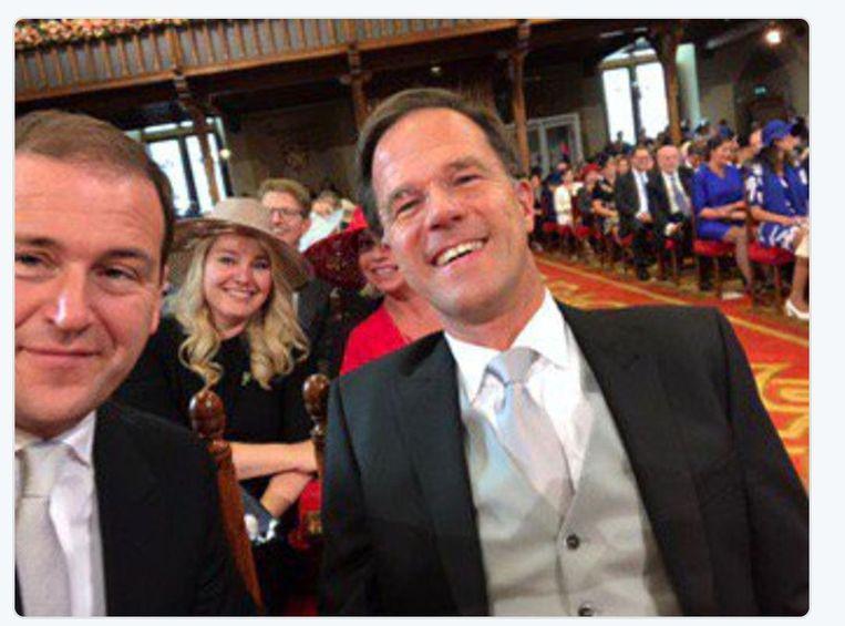 De selfie die Lodewijk Asscher neemt, samen met Mark Rutte. Beeld
