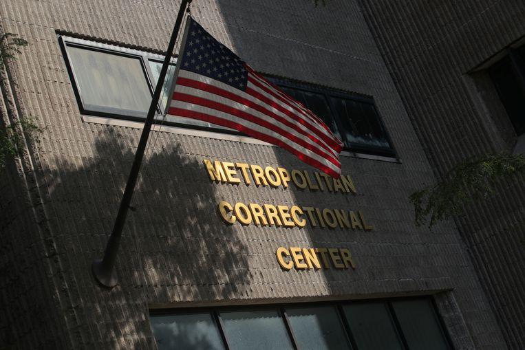 Jeffrey Epstein zit voorlopig vast in deze gevangenis. Vorige week werd hij hier bewusteloos gevonden met verwondingen aan de hals.  Beeld REUTERS