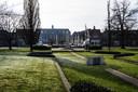 Beeldbewerking van het Van Dronkelaarplein, met op de achtergrond het verplaatste Bevrijdingsmonument.
