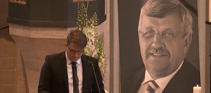 Christoph Lübcke tijdens zijn emotionele afscheidsspeech.