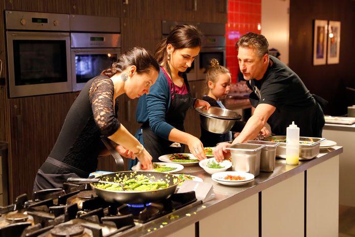 kookwedstrijd chefs aan het werk