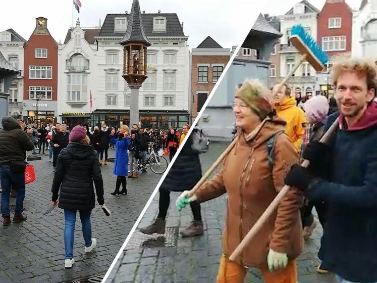 Hartverwarmend! Heel Den Bosch met bezems de straat op om binnenstad op te ruimen