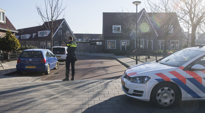 De politie doet onderzoek in de Geraniumstraat
