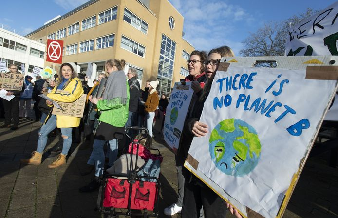 Jongeren hielden ook in 2019 bij hogeschool Saxion in Enschede al een protestactie tegen het uitblijven van maatregelen om de gevolgen van klimaatverandering  te beperken.