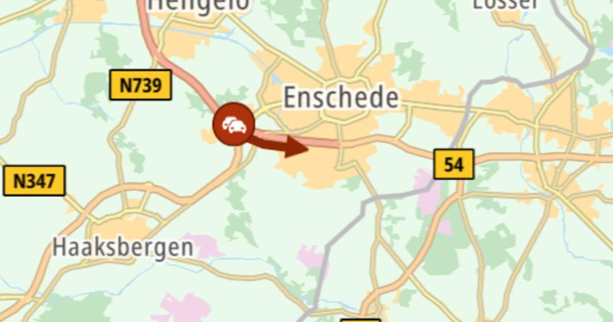 A35 bij Enschede-West afgesloten door ongeluk.