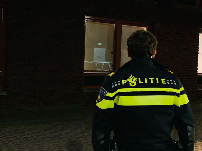 De politie vindt 135 kilo vuurwerk opgeslagen in een huis in Zevenbergen.