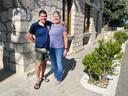 Titia en Giorgos Kontaxis voor hun hotel Pythaïs op Samos