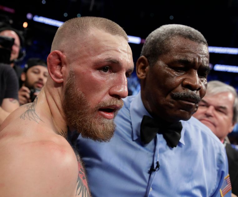 Conor McGregor after losing to Floyd Mayweather Jr. in a super welterweight boxing match Saturday, Aug. 26, 2017, in Las Vegas. (AP Photo/Isaac Brekken) Beeld AP
