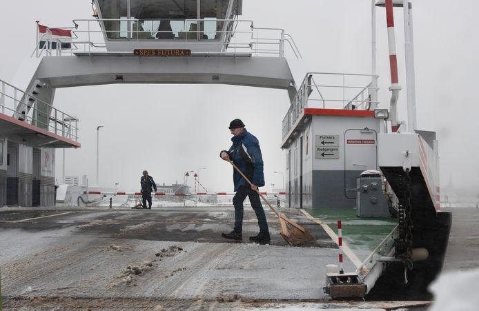 Het Wijkseveer bij Rijswijk wordt ijsvrij gemaakt