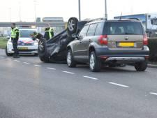 Politie boos over kijkersfile op A2 na ongeval in Zaltbommel: 'We hebben nog vacatures openstaan'