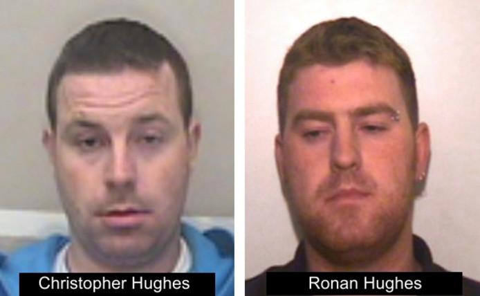 Christpoher Hughes et Ronan Hughes, deux frères originaires d'Irlande du Nord, sont toujours recherchés par la police britannique.